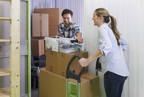 Bild: Nahaufnahme Sachen beim Umzug einlagern